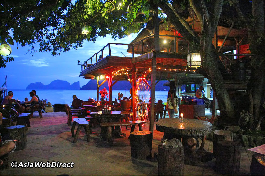 Where To Eat On Phi Phi Island, Thailand: Carlitos Beach Bar Restaurant!