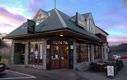 New Zealand: Run 76 Cafe, Lake Tekapo