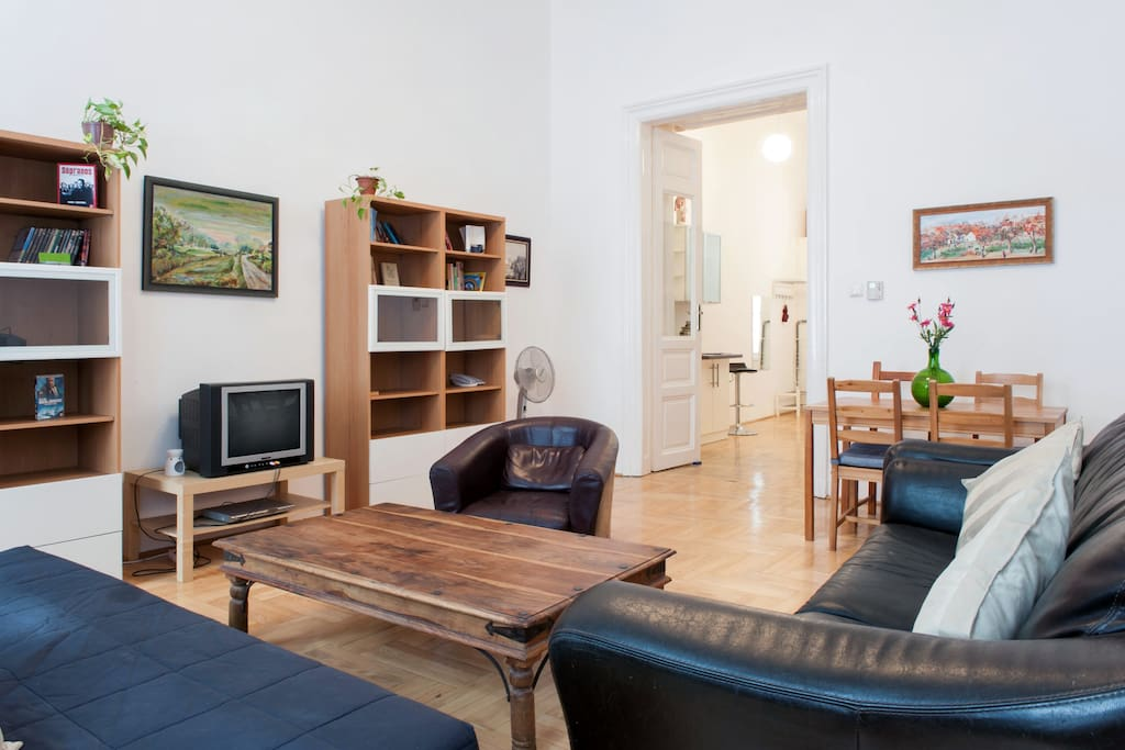 The BEST Airbnb in Budapest, Hungary. For $36 off your first Airbnb booking, click for my discount code!
